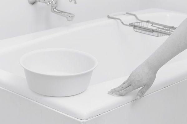 その後十分に換気し、防カビは完了! 浴槽や壁を水で洗い流す必要は一切なし。すぐ入浴も可能。