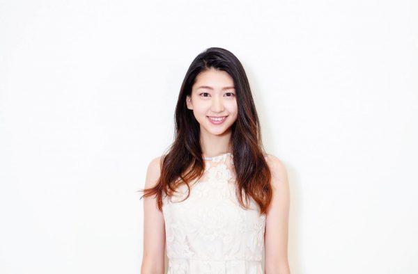 これなが・ひとみ 1995年生まれ。「第1回ミス美しい20代コンテスト」で約4万人の応募者の頂点に。先日『第48回極真空手全日本選手権』(BSフジ)でレポーターデビューを果たす。