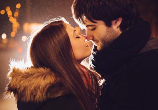 """「あいつ元気かな?」 別れても男が永遠に気になる """"恋愛美人"""" の特徴3つ"""