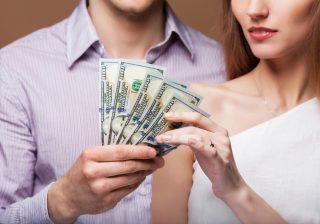 【目を背けないで!】結婚前に彼と話しておくべき「お金のこと」3つ