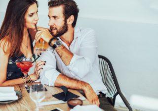 【恋の心理テスト】注がれるお酒はどれ!? 「恋に溺れる」指数が判明
