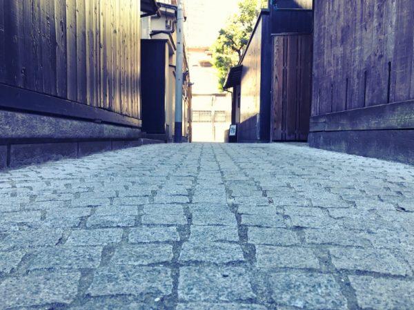 路地黒塀 (800×599)
