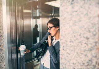 詰めっ詰めのエレベーターで感じる~! 男に官能を感じる瞬間!