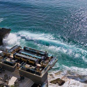 崖上の絶景BAR! 『AYANA Resort and Spa BALI』だけの心踊る体験3つ