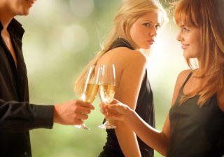 アレに依存は…ダメでしょ。彼氏ができないアラサー女のNG習慣3つ