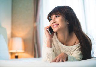【ヤダッ…音が漏れちゃう】男を「電話で胸キュン」させる会話術2つ