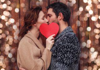 【気付いてあげて♡】デート中、彼が「キスしたい」と思っているサイン