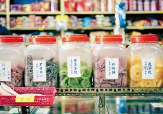 お菓子の量り売りに手彫りの木皿 台南で買って帰りたいお土産♪