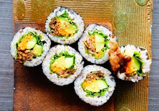 【お泊りの手作り夜食】ごま油と焼き肉で発情♡『韓国風のり巻・キンパ』