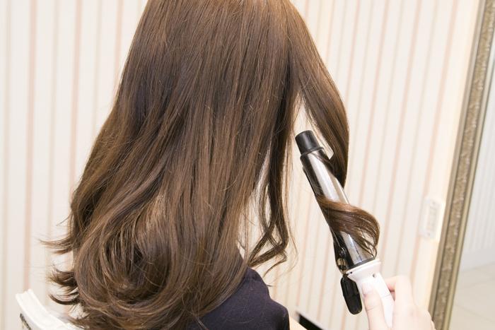 1:毛先をざっくりと巻いておく。