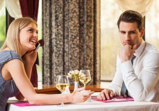 【アレを見るとうんざり】2回目のデートに誘いたくなくなる女性の特徴