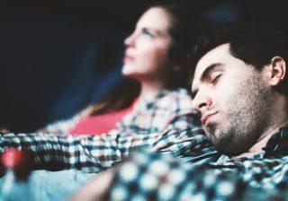【アレが見えて最悪】男性が映画デートで女性にがっかりするポイント3選