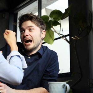 【SNSのアレは重い!】男性が「付き合うのがしんどい」と思う彼女の特徴3つ