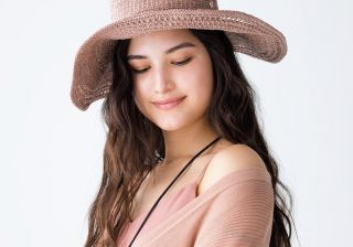 「つば広帽子」で夏は大人っぽく♪ おすすめの色、デザインは?