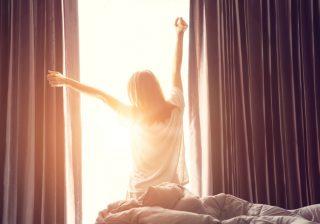 起きて2時間以内にアレを!梅雨でも「スッキリ起床する」コツ|スッキリ寝起き対策 #10
