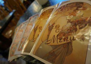 【チェコ・プラハ旅♡】特別な部屋、カフェ…名画家ミュシャの世界に浸ってみた!