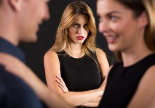 【憎い憎い憎すぎる!】女友達にされた「恋愛裏切りエピソード」3つ