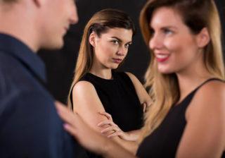 不倫から抜け出せない…道ならぬ恋にはまってしまう女の特徴5つ