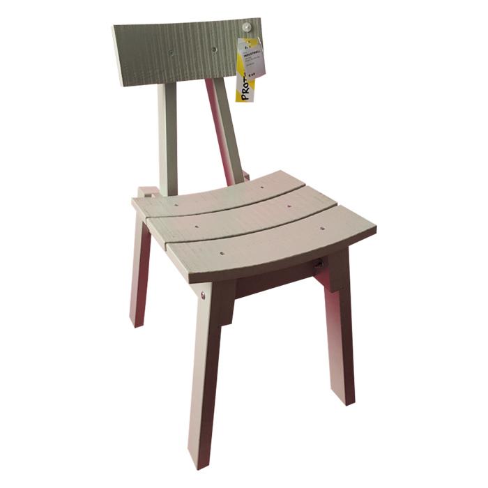 廃材を使った、手作りの美しい家具で知られるオランダ人のピートは、木製の椅子(写真)やガラスのプレート、テキスタイルなどを製作。大量生産でハイクオリティ、しかも個性的。イケアの新しい展開です。来年4月に登場。