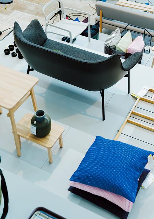 デンマークのプロダクトブランドのHAYとは、昨年に続き今年もコラボ。家具からお皿まで、60種類以上ものアイテムを製作。マーカス氏は「小さくてもゆったり座れる!」とソファをイチ押し。10月より登場予定。