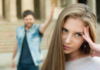 【アレする男はダサい!】女が幻滅する「デートに向かう途中」の行動3つ