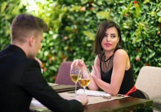 【この男、マジで退屈…】女が食事デート中に「げんなりする会話」3選