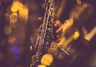 【ジャズを楽しむ】サックス奏者が教えるジャズとクラシックの違いって?|大人の音楽LOVER♪ #4