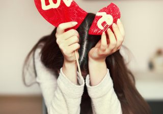 【占い師が伝える…】恋愛運がダウンする「恐怖のNG口癖」4選