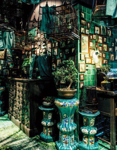 内装はアジアで注目のアーティスト、アシュリー・サットン氏のデザイン。