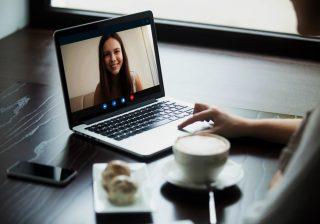 【Skypeに旦那さんが…】どんなもんなの?「遠距離不倫」経験談2つ
