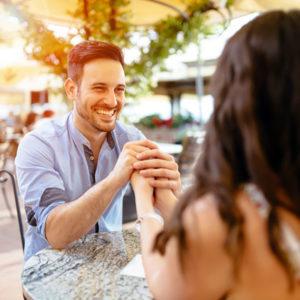 「カッコいい」よりも嬉しい?…男性が女性から言われたい褒め言葉