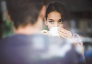 【男が一瞬で冷めた…】女性の「飲食店でのNG振る舞い」3つ