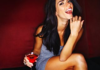 【だ、抱きたい…】男性がほろ酔い女性にグッとくる瞬間3選