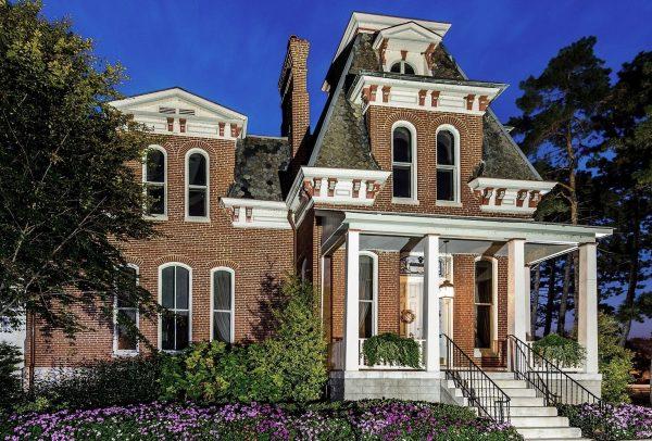 historic-mansion-1109027_1920