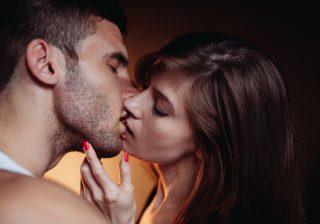 【体は許さない…!?】キスまででSTOPさせる「女子の秘策」4つ