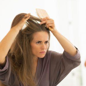 髪のアホ毛はコレで解決…! 実は最強美容ツール「歯ブラシ」の活用テク