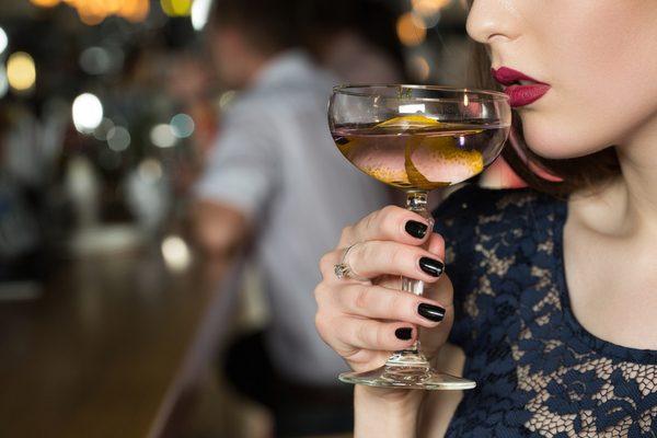 「酒飲む 女」の画像検索結果