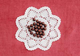 チョコの魅力は「ひと口あたりの幸福含有量の高さ」だった?