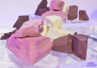 """食べたいーっ!世界初の新種チョコ """"ルビーチョコ"""" ってどんな味?"""