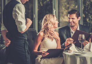 知らなきゃ恥ずかしいテーブルマナー…実は簡単なナプキンの使い方モテる女のマナー講座 vol.6