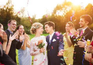 結婚式に「平服で」と言われたら何を着ていくのが正解?モテる女のマナー講座 vol.8