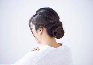 大人な首筋にゾクッ…まとめ髪の正しいスタイリング剤のつけ方