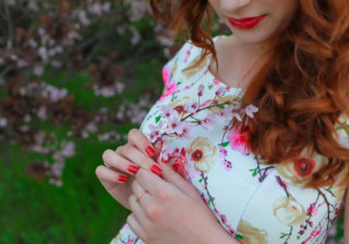 ポカポカ陽気にムラッ…春に男を「欲情させる」女の特徴4つ