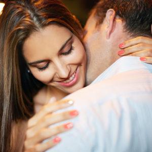 ギュッと抱き寄せて…男がキスしたい「唇美人になれるコツ」3つ