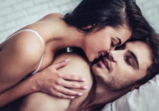 お泊りデートで…男が寝る前に「彼女にして欲しい͡コト」4つ
