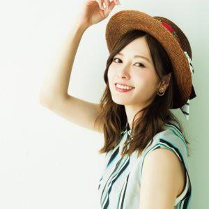 """メガネ姿が新鮮! 白石麻衣がドラマで""""ツッコミ役""""熱演"""