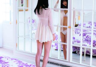 欅坂46菅井友香さんの大人可愛いランジェリーカットを 写真集の発売に先駆けて、雑誌『anan』で公開!