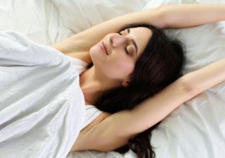 毎朝スッキリ起きられる…? 途中で目覚めちゃう人に「一番簡単な解決法」