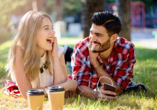 独特の笑い方、非常識、下品。男が非モテだと思う「女性の残念な特徴」3選