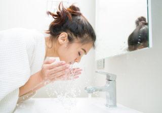 ブツブツ肌、アレが原因かも…実は重要! 「洗顔で気をつけたい水のこと」|ちょこっと美容マメ知識#26